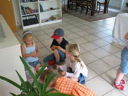 De første gæster dukkede op. Her er det Nicole, Andreas og Caroline.
