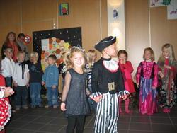 Silke og Mattias præsenterer den første sang.